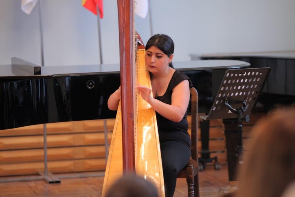 Aida_Muradyan_harp_Concert_day