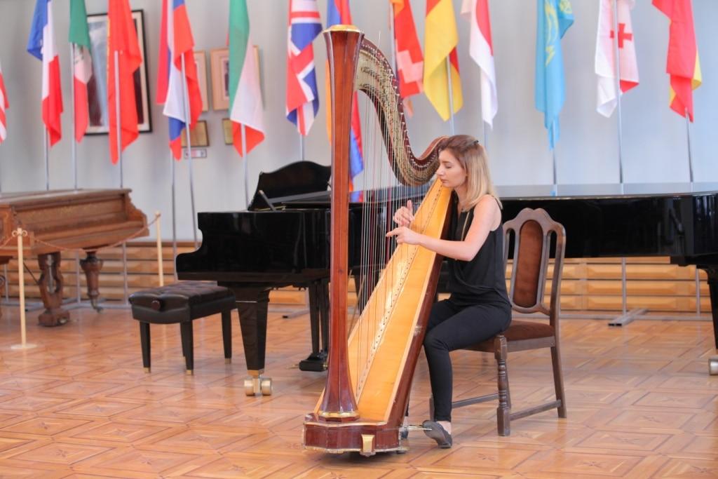 Anahit_Danukhyan_harp_Concert_day