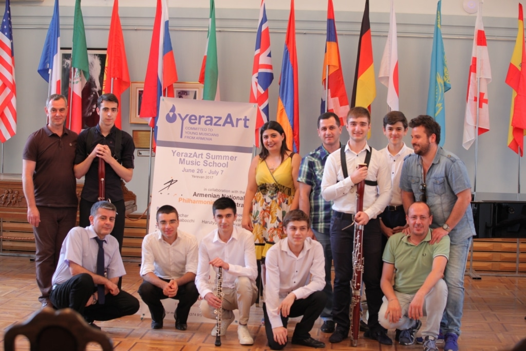 Arman_Padaryan_with_teachers_and_participants_Concert_day