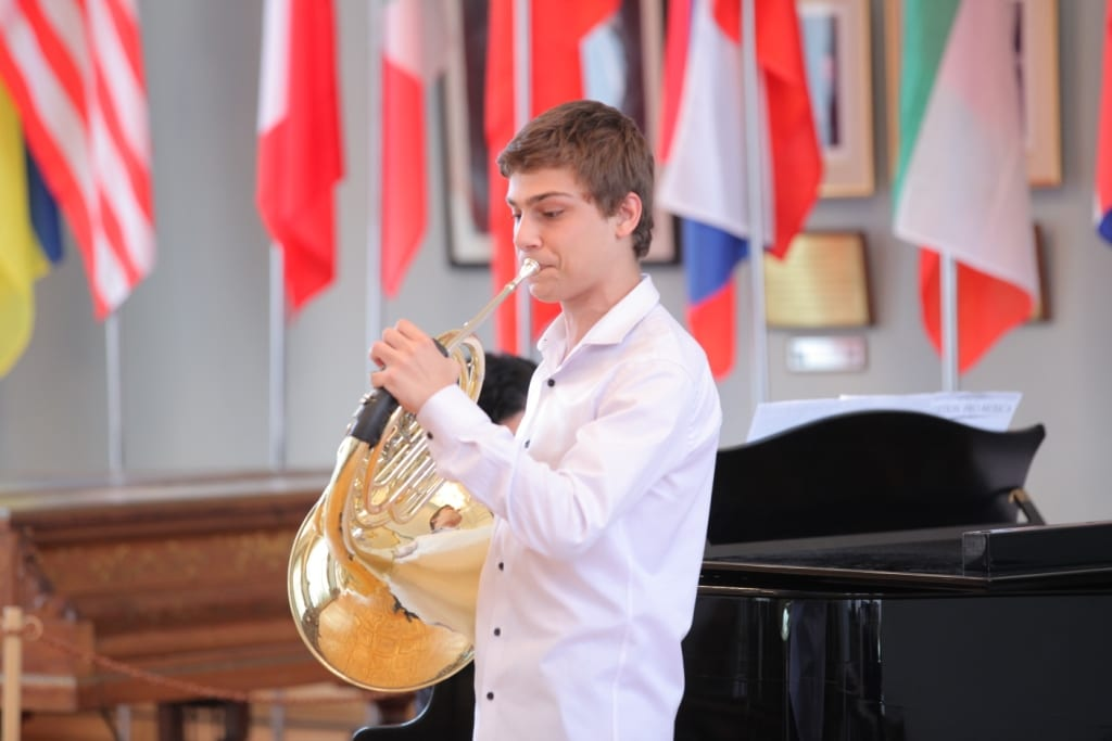 Artur_Tadevosov_French_horn_Concert_day