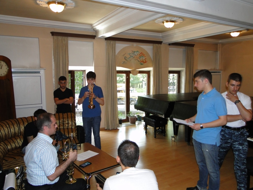 Professor Armen Mailyan with the group of young trumpet players - day 1