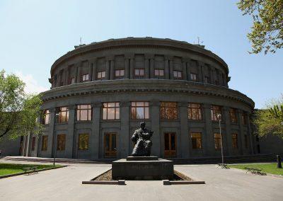 Aram_Khchaturyan_Monument_in_Yerevan retouch